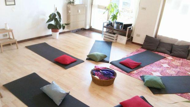 yoga al Salottino Moncalieri cerchio.jpg